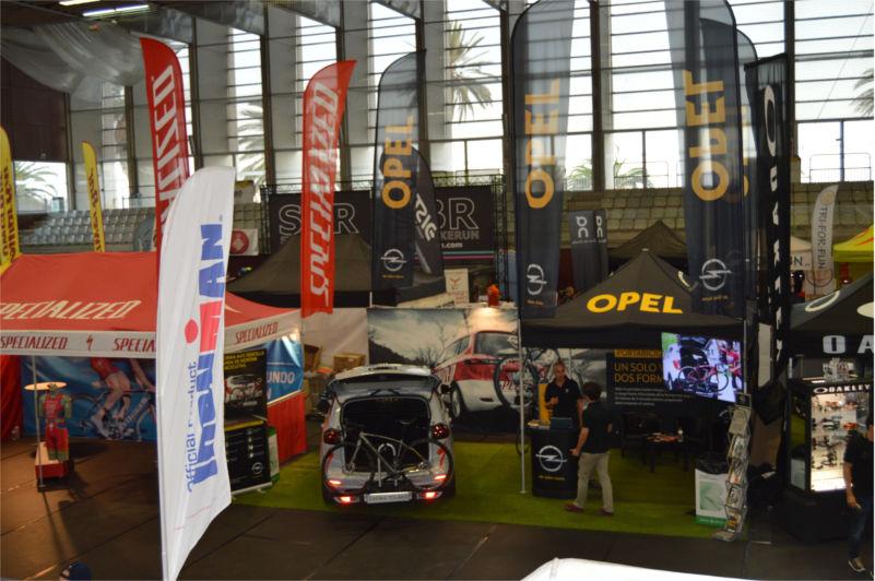 Opel repite como vehículo oficial del Garmin Barcelona Triathlon