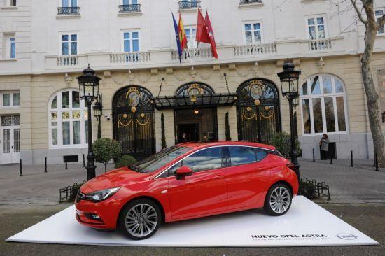 """El nuevo Opel Astra """"Coche del Año de los Lectores 2016"""""""