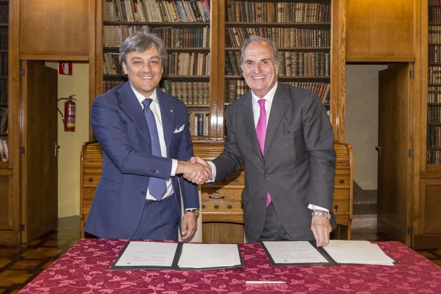 Luca de Meo se reúne con Joaquim Gay de Montellà, presidente de Foment del Treball