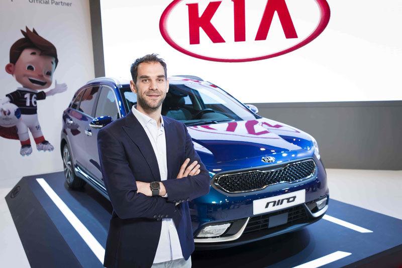 José Manuel Calderón desvela el nuevo Kia Niro en el Madrid Auto 2016