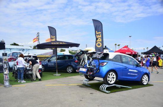 Opel con su sistema FlexFix vehículo oficial del Valencia Triatlón