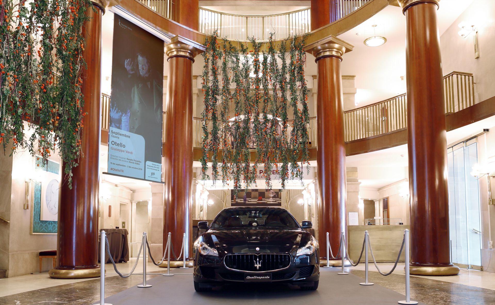 El Maserati Quattroporte, buque insignia de la marca del tridente inicia la temporada del bicentenario del Teatro Real de Madrid