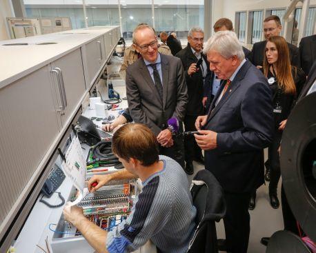 Opel inaugura un nuevo laboratorio global de sistemas de propulsión.