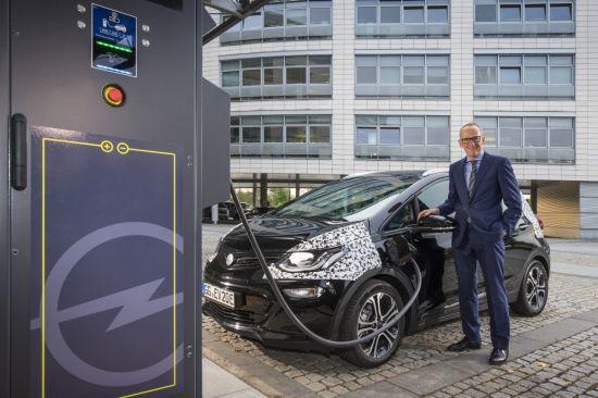 El nuevo Opel Ampera-e ofrece hasta 150 kms de autonomía con una recarga de 30 minutos.