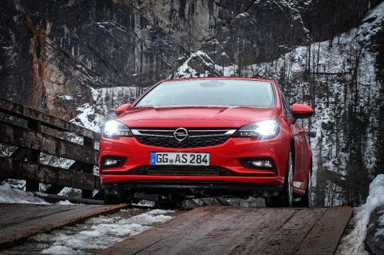 El Opel Astra y el sistema IntelliLux LED® conquistan a los clientes