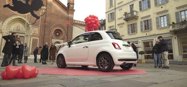 En el Día de San Valentín, el Fiat 500 juega a ser Cupido