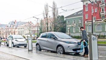 ¿Cuánto tiempo tarda en cargarse un coche eléctrico?