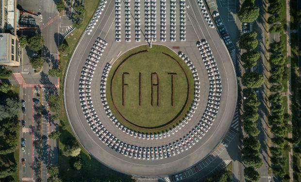 Fiat y Esselunga han establecido un nuevo récord Guinness: 1495 vehículos Fiat 500 entregados en menos de 48 horas