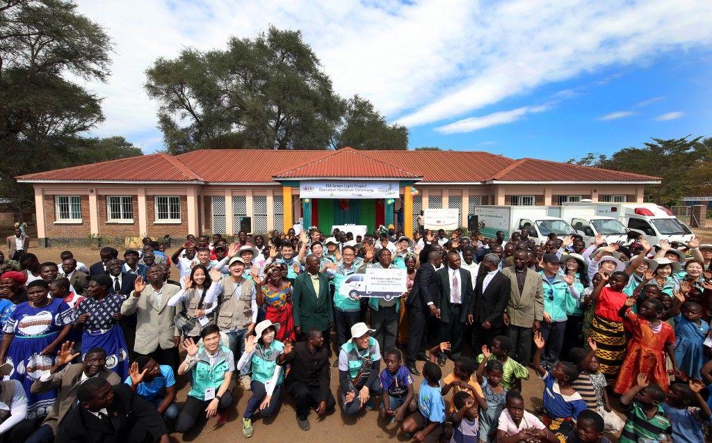 Kia impulsa una escuela secundaria y un centro de salud para comunidades locales en Tanzania y Malawi