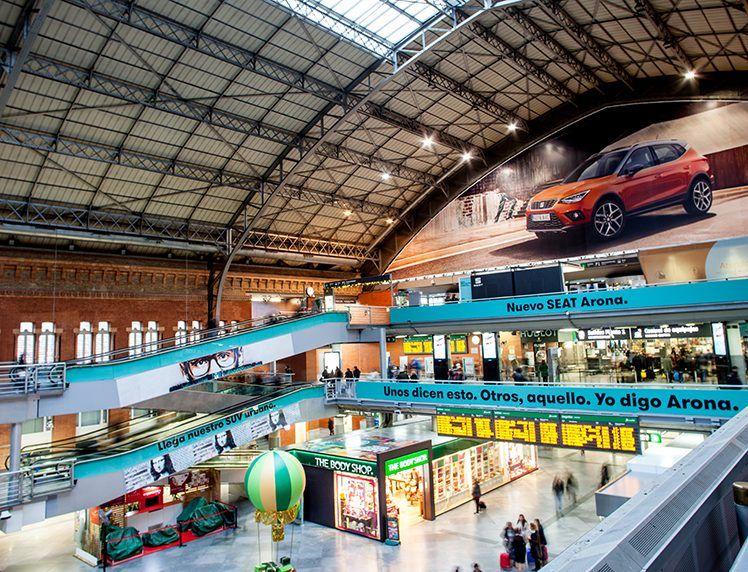 SEAT lanza un nuevo concepto de movilidad en las estaciones de Atocha y Sants