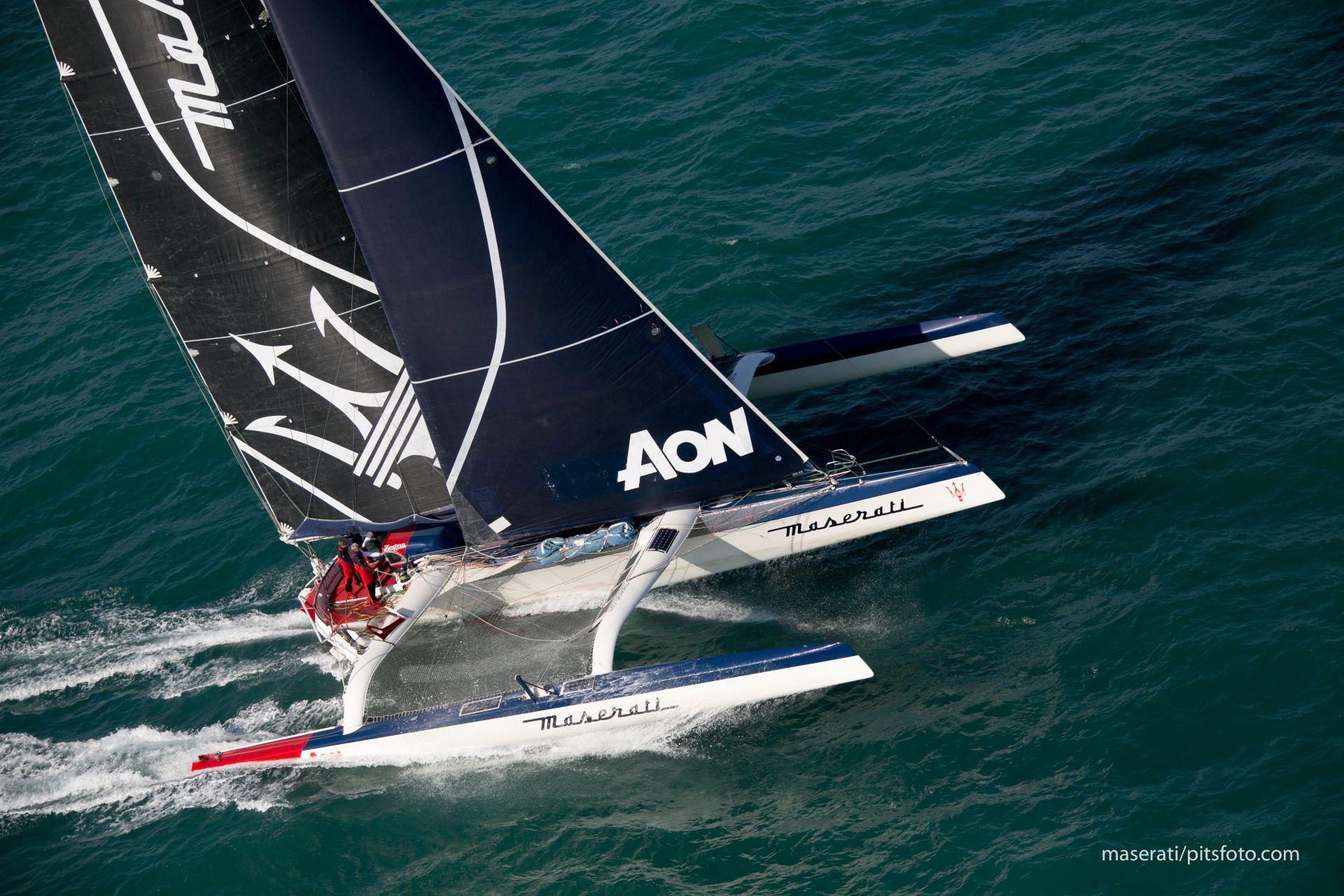 Giovanni Soldini y el equipo Maserati Multi 70 ya zarparon para conquistar el récord en la ruta Hong Kong-Londres