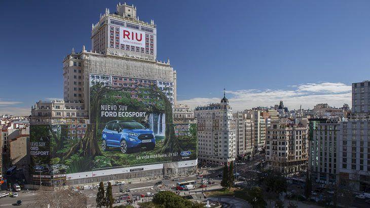 El Ford EcoSport protaniza la valla publicitaria más grande del mundo