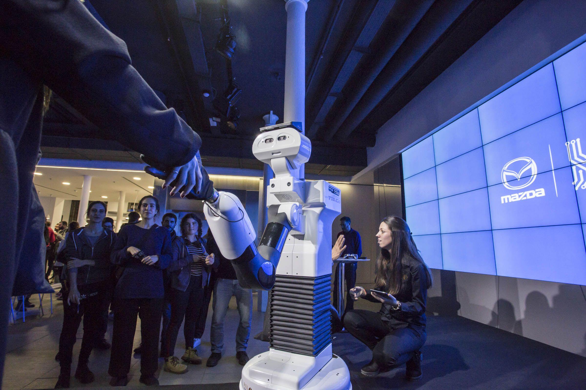 PAL ROBOTICS PRESENTA EN MAZDA SPACE A TIAGO, EL ROBOT COLABORATIVO QUE TENDREMOS EN CASA