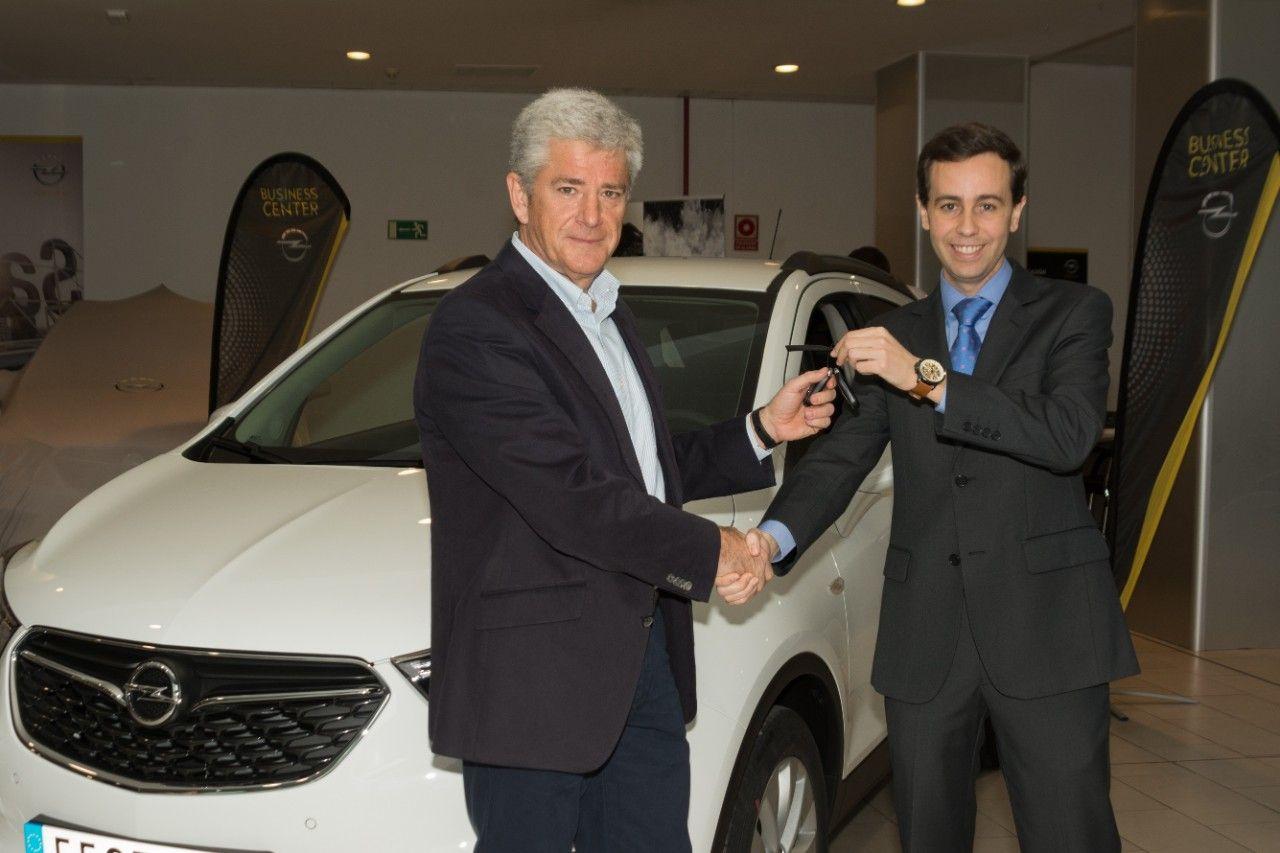 La plataforma myOpel entrega un Opel MOKKA X al ganador del sorteo