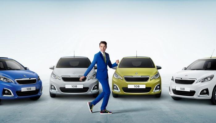 Mika y el Peugeot 108 de nuevo juntos en una campaña llena de elegancia y color