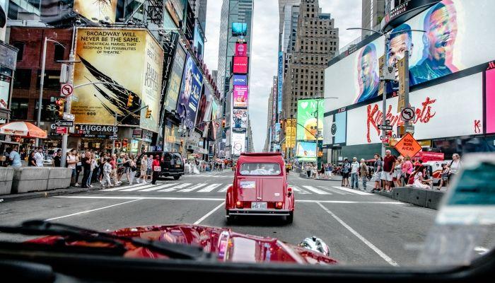 VEHÍCULOS CLÁSICOS CITROËN TOMAN LAS CALLES DE NUEVA YORK