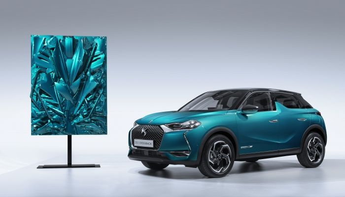 FERNANDO COSTA EXPONE EN EL DS WORLD PARIS AL LADO DEL DS 3 CROSSBACK