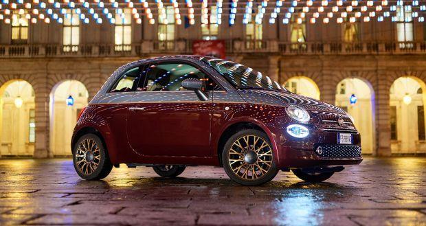 """La gama Fiat se expone en las plazas de Turín bajo las luces de """"Luci d'Artista"""""""