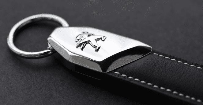 Peugeot actualiza sus conocidos llaveros con materiales nobles y la tecnología más avanzada