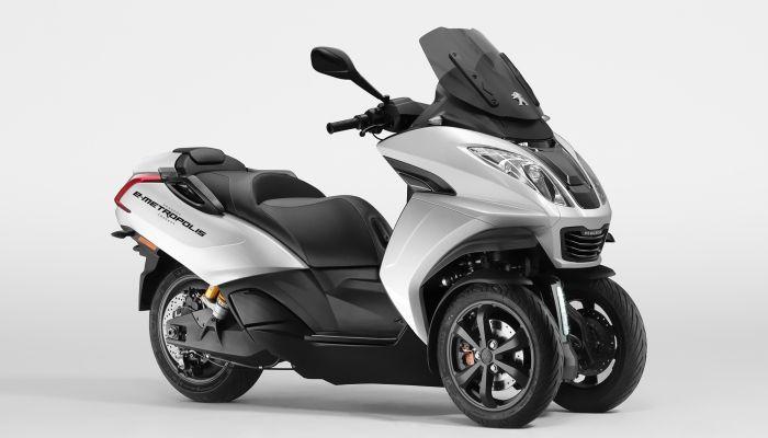 Peugeot Motocycles participa en el Motor Show de Ginebra 2019 donde revela el concepto E Metropolis, la versión eléctrica del icónico scooter de tres ruedas