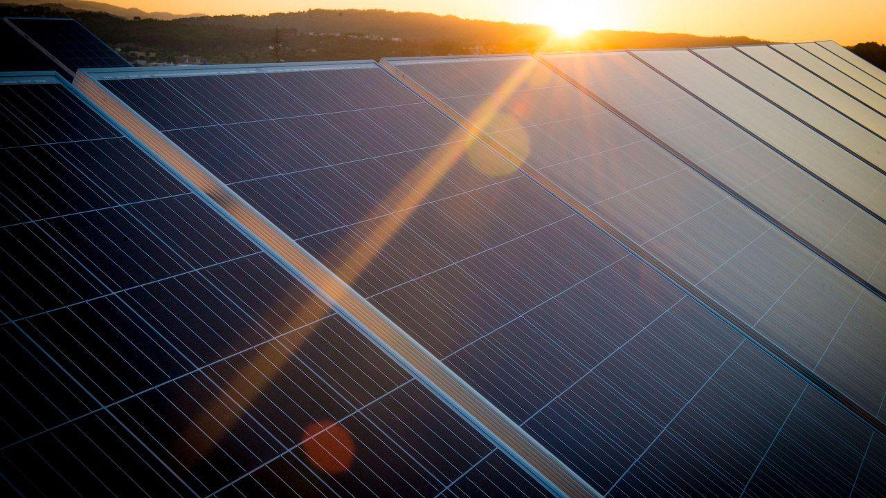 Tierra, aire, agua y fuego: fábrica sostenible.