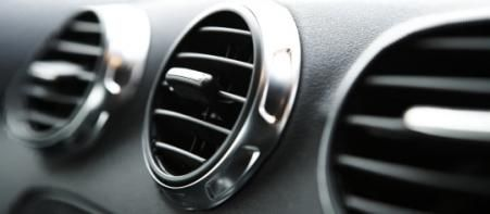 ¿Qué signos indican que debemos revisar el sistema de aire acondicionado?