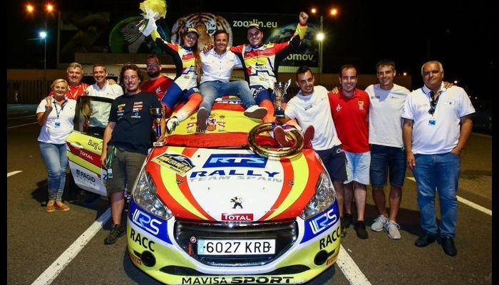 Efrén Llarena y Sara Fernández, campeones europeos con el Peugeot 208 R2 del Rally Team Spain