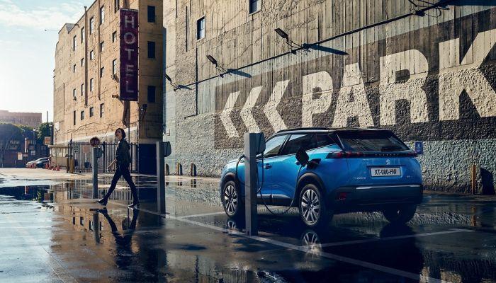 Nuevo SUV Peugeot e-2008: la tecnología eléctrica se adapta a todos los terrenos