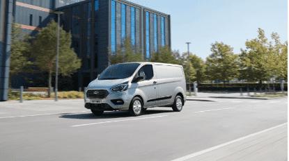 Sin emisiones, sin problemas de autonomía: nuevos Ford Transit y Tourneo Plug-In Hybrid