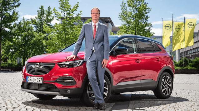 """Michael Lohscheller, consejero delegado de Opel, galardonado con el premio """"MANBEST 2019"""" por el Jurado de AUTOBEST"""