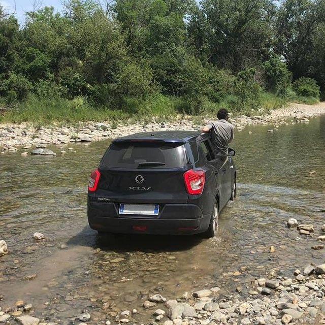 Hay que ser muy atrevido para cruzar un río en coche