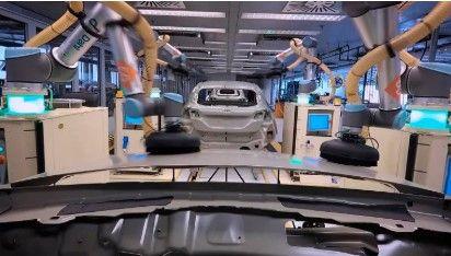 """Los robots que """"bailan"""" en la línea de montaje del Ford Fiesta"""