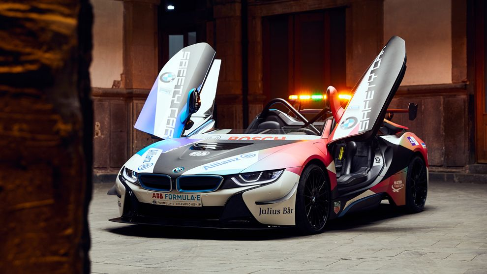 La Fórmula E estrena los nuevos BMW i8 Coupé y Roadster Safety Car 2020