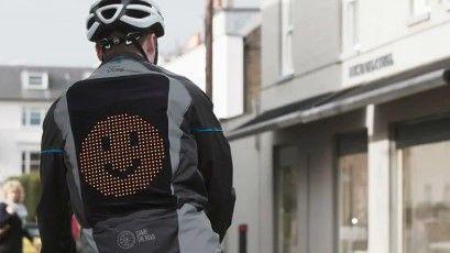 Chaqueta Emoji, la prenda de Ford que permitirá a los ciclistas 'hablar' con los conductores