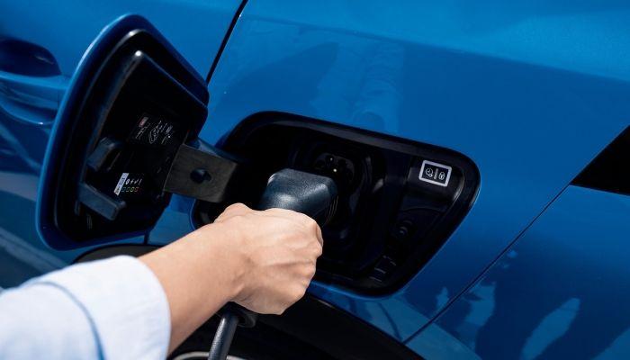 Guía Peugeot: todo lo que hay que saber de la recarga de un coche eléctrico o híbrido enchufable