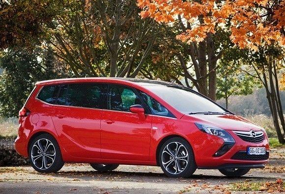 Opel Zafira BiTurbo en abril