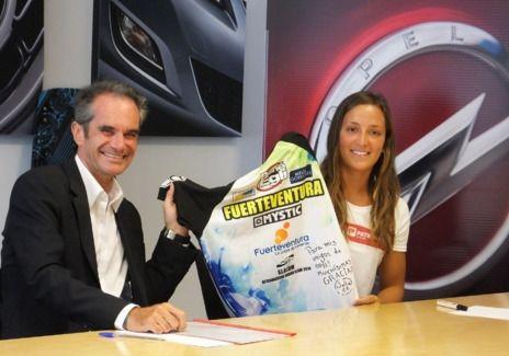 La kiteboarder Julia Castro contará con el apoyo de Opel