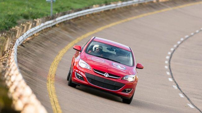 Opel Astra 2.0 CDTI: 18 nuevos récords de velocidad