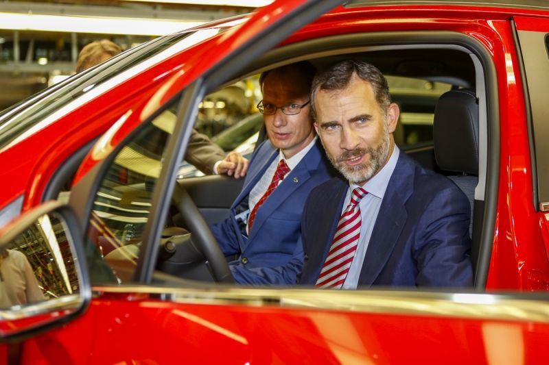 Felipe VI conduce el Opel Mokka
