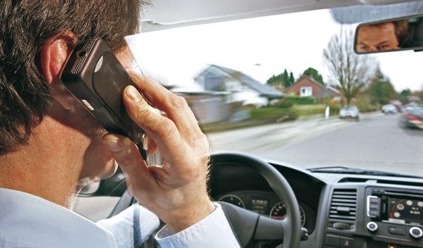 El móvil es una de las mayores distracciones para los conductores