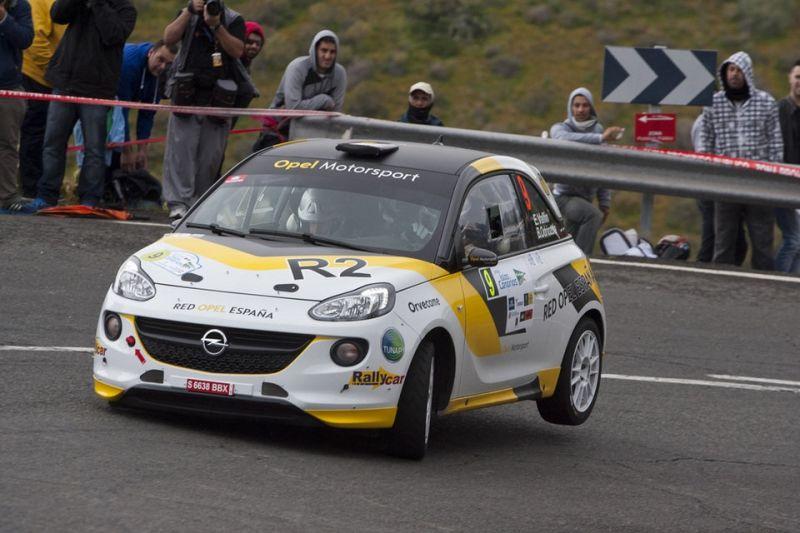 Ángela Vilariño con el Opel Adam R2