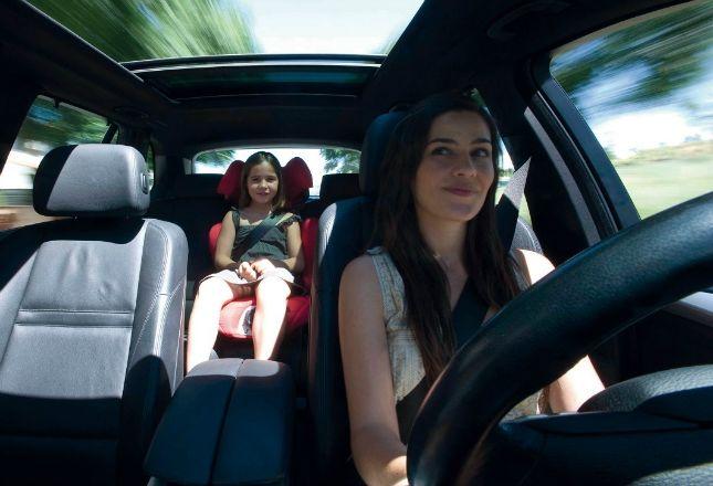 Niños por debajo de 135 centímetros no podrán viajar en el asiento delantero