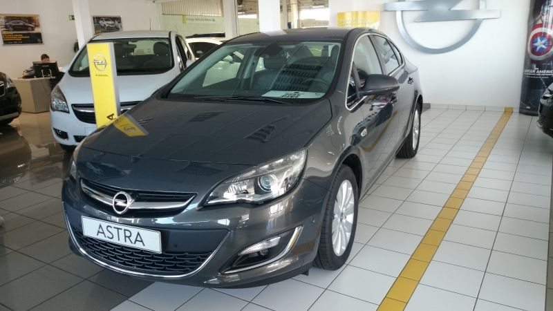 ASTRA SEDAN EXCELLENCE 1.7 CDTI S/S 130CV AM 14,5 ¡por sólo 18.600€!