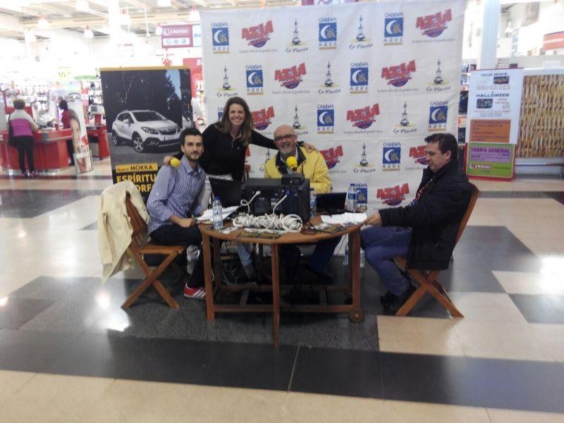 Cadena Azul Radio y Herbamovil S.L. emite en directo varios dias en Eroski San Diego
