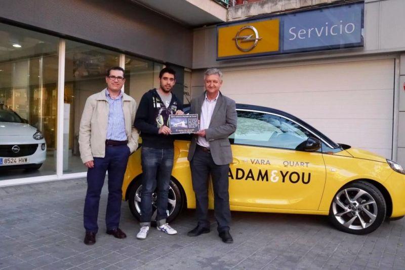 Opel Vara de Quart entrega el bono del premio de una noche en el Parador de Teruel