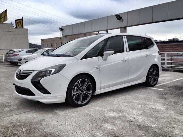 """Opel Zafira Tourer galardonado con """"Volante de Oro 2012"""""""