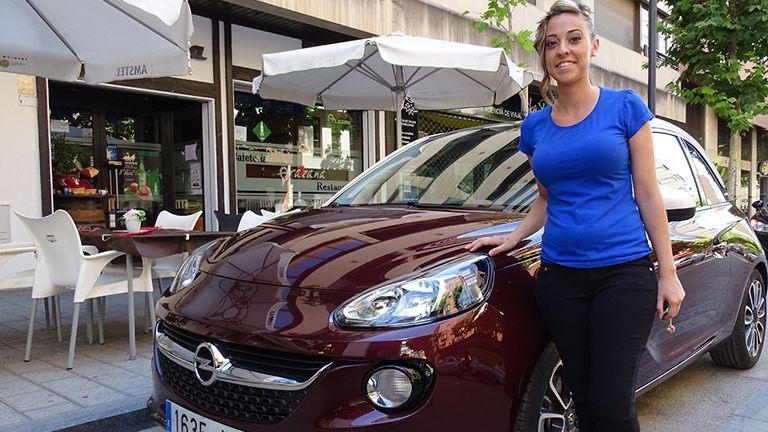 Verónica y su Opel ADAM