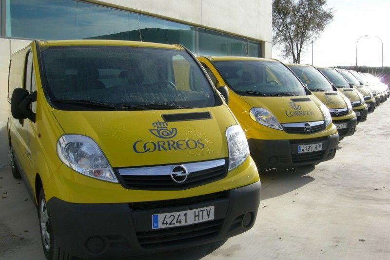 Opel entrega una flota de cincuenta y tres vehículos a Correos
