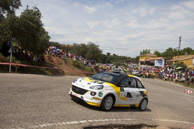 Vallín y el Opel Adam R2 esperan brillar en las bodas de oro del Rías Baixas