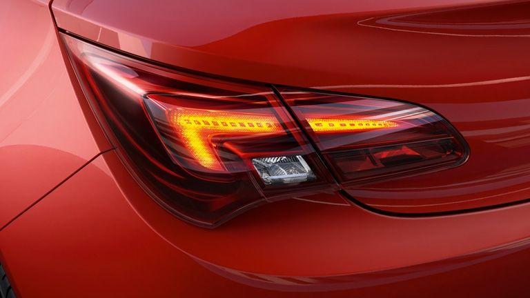 Opel Astra y su iluminación LED IntelliLux